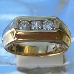 Men's Ring with brilliant cut diamonds