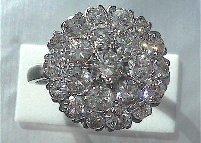 Diamond Cluster Ring with brilliant cut diamonds