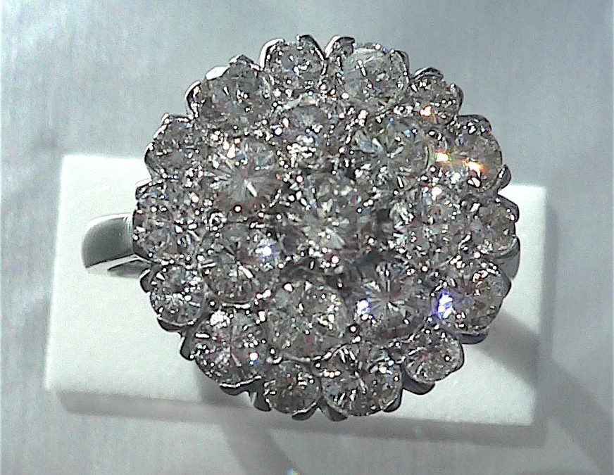 Diamond Cluster Ring with brilliant cut diamonds