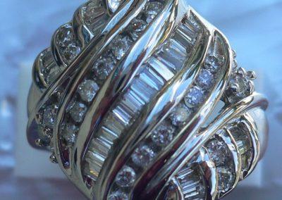 Superb diamond Ring in 14 carat white gold