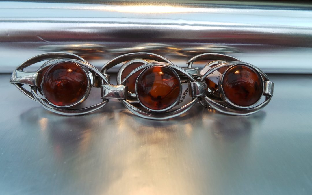 Very attractive Amber and Silver bracelet