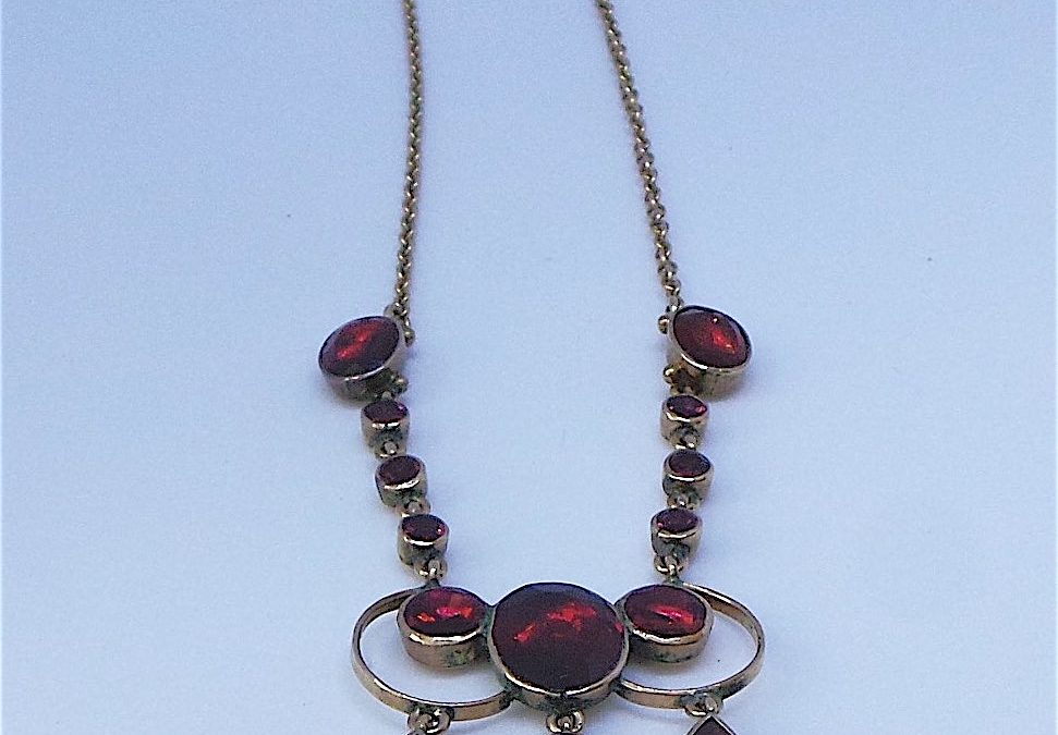 Beautiful Victorian Almandine garnet Necklace in 9carat gold