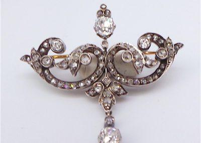 Beautiful Victorian Diamond brooch in 18 carat gold