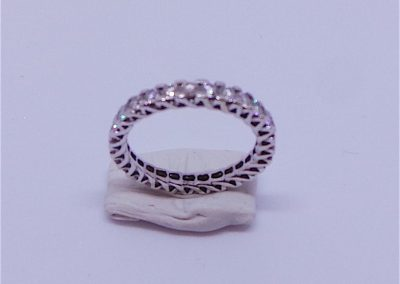 Pretty Diamond and white gold Eternity ring