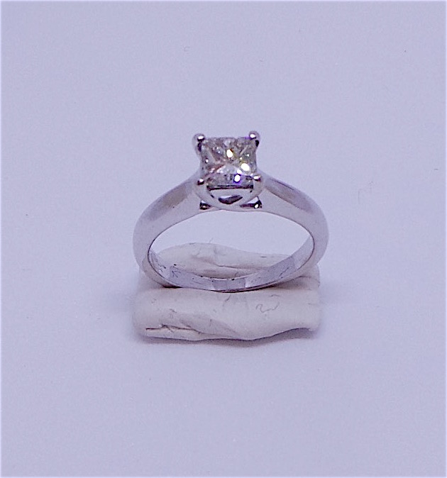 Stunning diamond solitaire engagement ring in 18 carat white gold