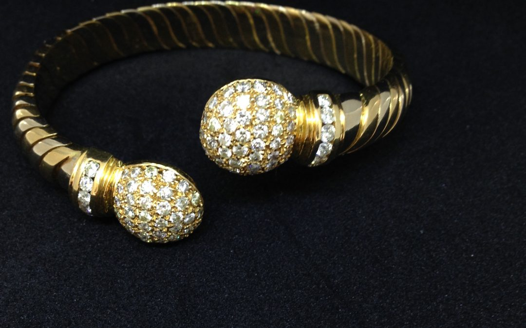 Fabulous diamond bangle in 18 carat gold