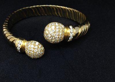Fabulous diamond bangle in 18 carat gold