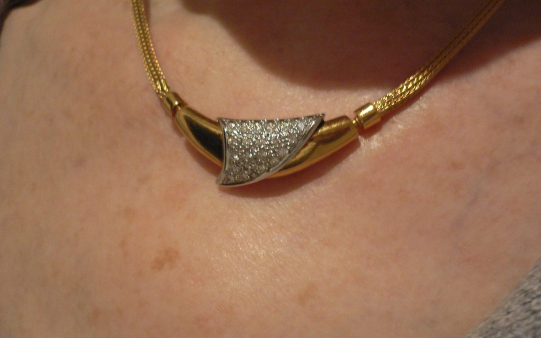 Flattering 18 carat gold and diamond Collier