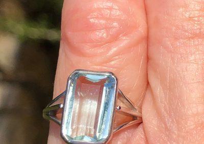 Stylish Aquamarine Ring in 18 carat white gold