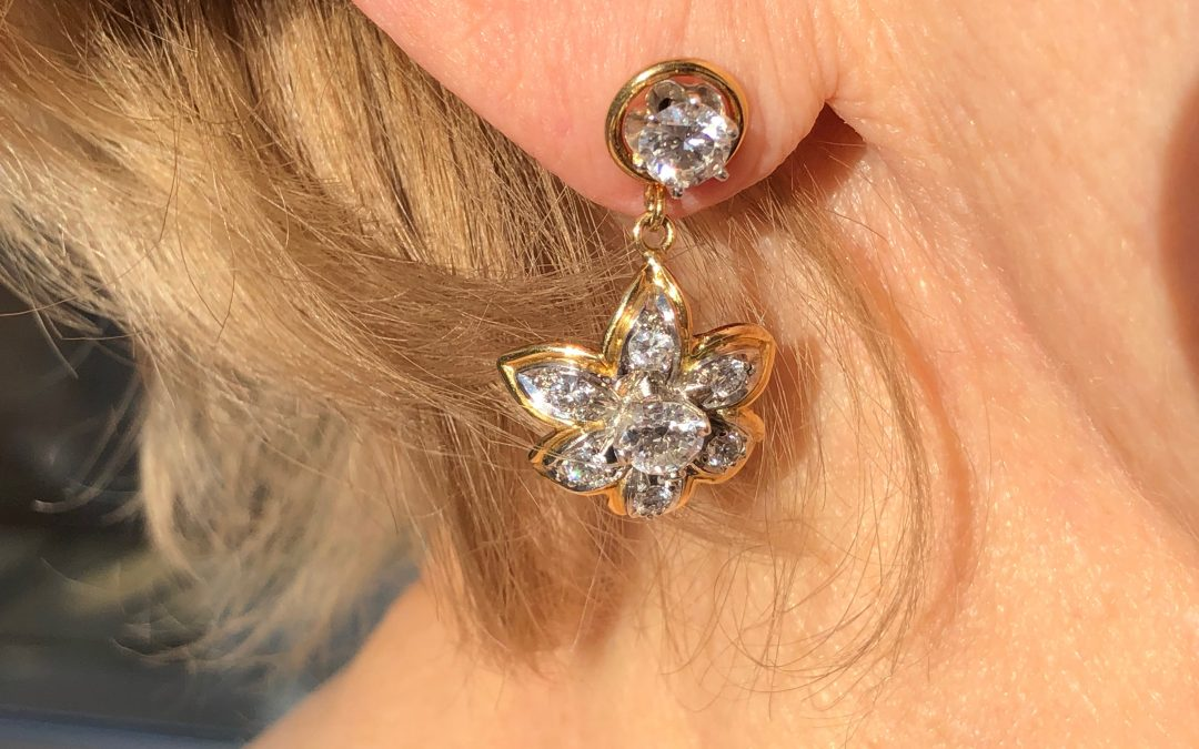 Glamorous Daisy Diamond earrings in 18 carat gold