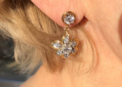 Glamorous Daisy Diamond earrings in 18 carat gold