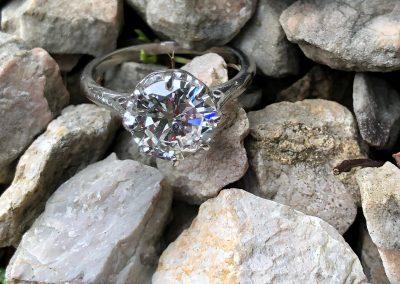 Outstandingly beautiful Diamond Solitaire in Platinum