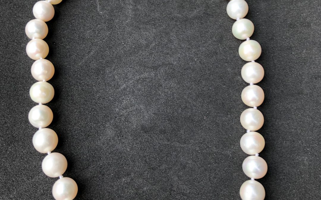 Splendid Cultured Pearl Necklace with 9 carat gold clasp