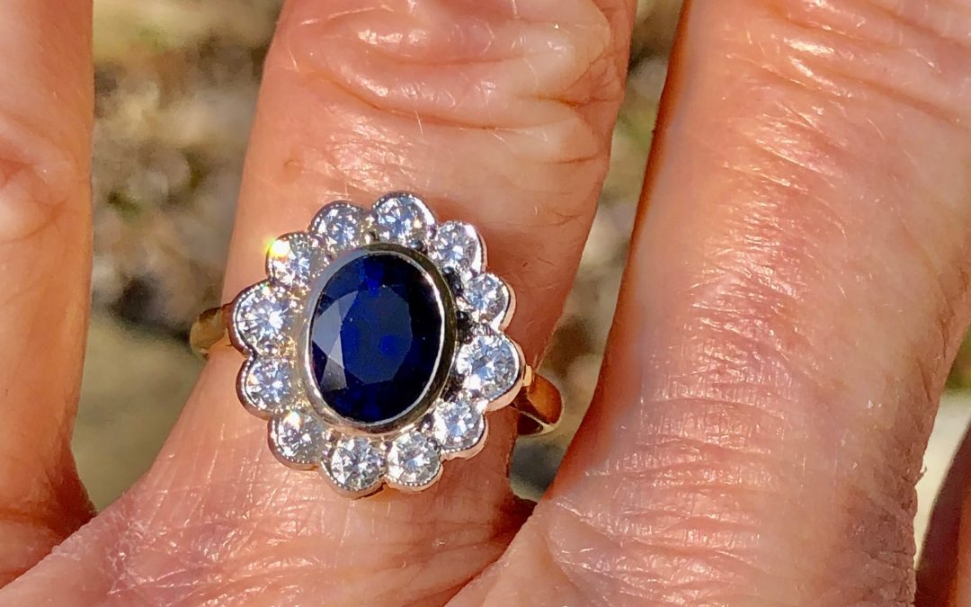 Beautiful Diamond and Sapphire Cluster ring in 18 carat gold