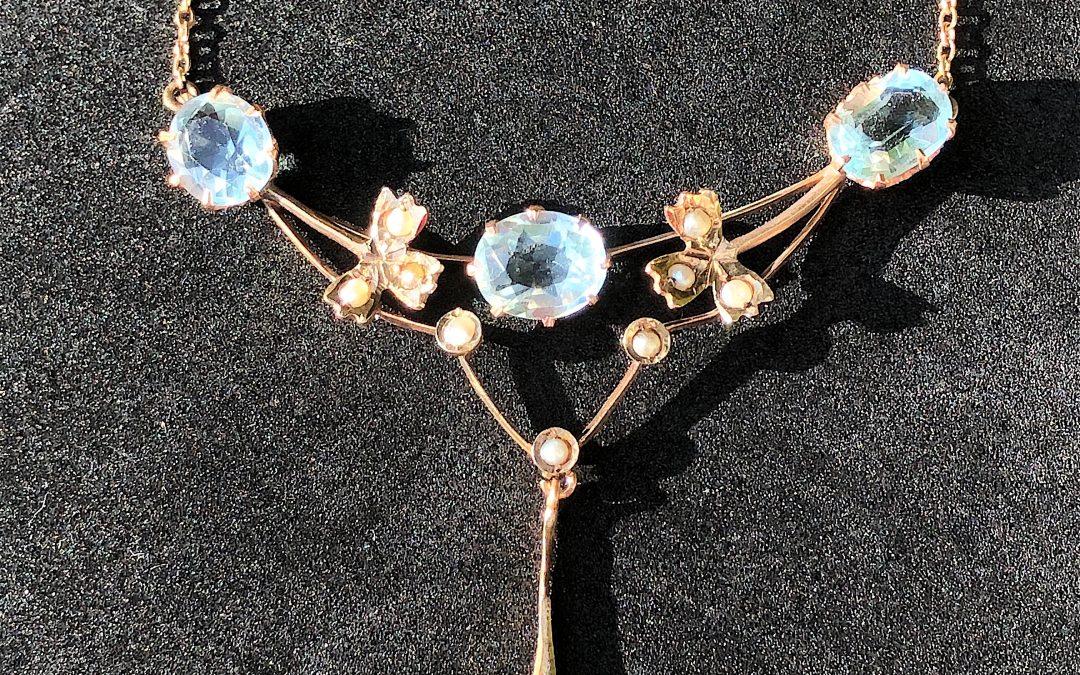 Aquamarine Pendant in 15 carat gold