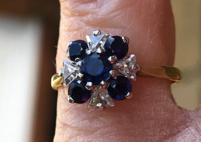 Charming Sapphire and diamond Ring in 18 carat gold