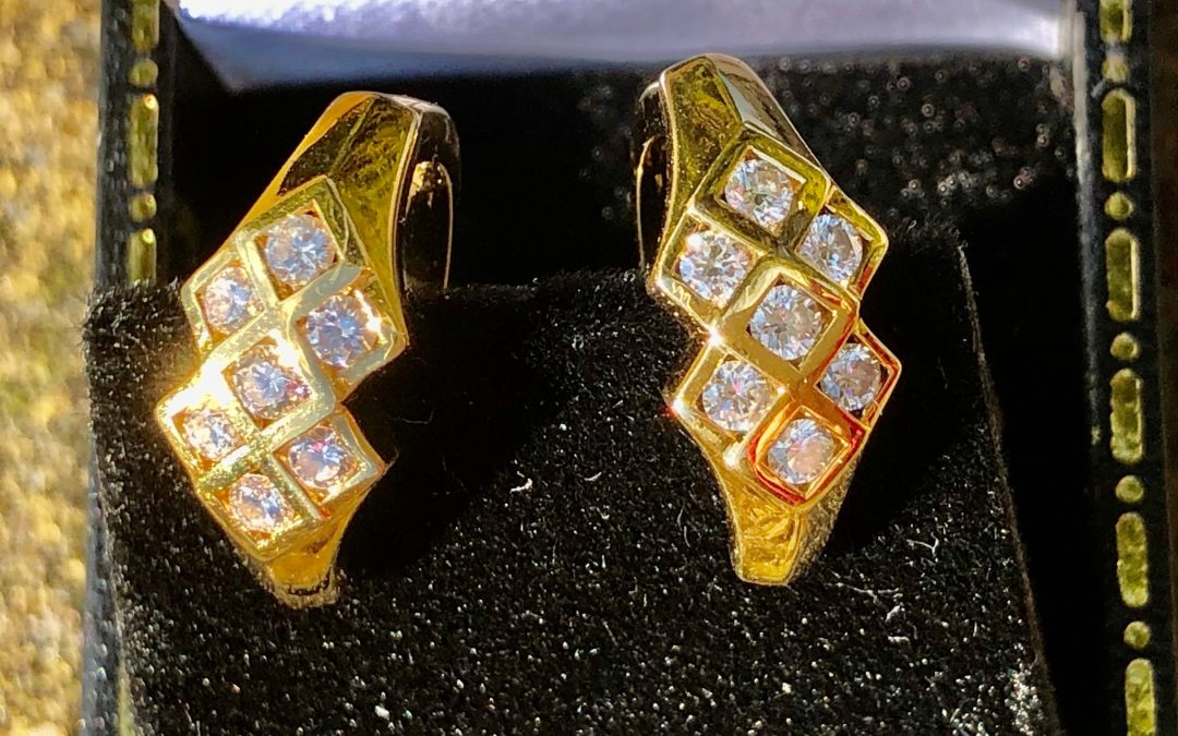 Sparkling Diamond and 18 carat gold earrings