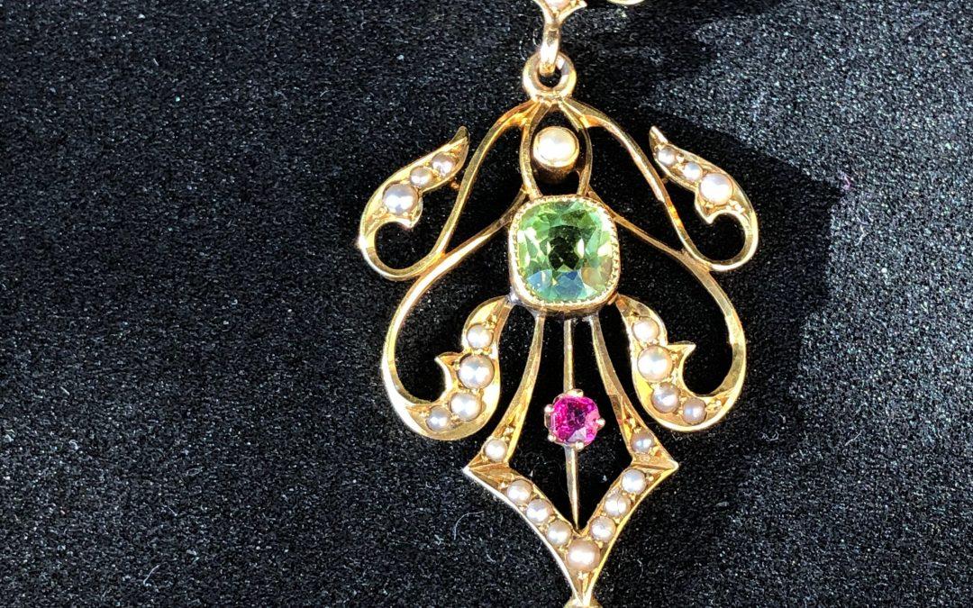 Charming Edwardian Pendant in 9 carat gold