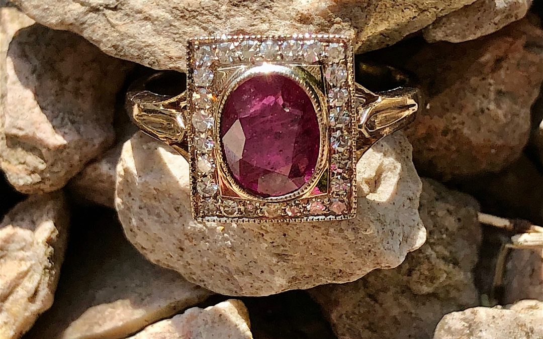 Fine Ruby and Diamond Late Deco ring in 18 carat gold